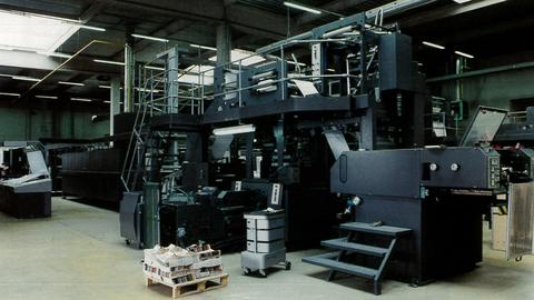 1993 − Quebecor opens a beachhead in Europe by buying the Fécomme printing plant in France.