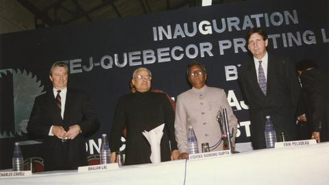 1995 − Quebecor moves into India with the TEJ Quebecor Printing plant.